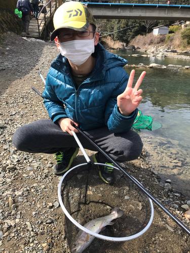 芥川マスつり場